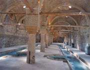 rakhtshurkhaneh, un lavoir traditionnel de l'époqueqajare, est aujourd'hui le musée d'anthropologie de zanjan