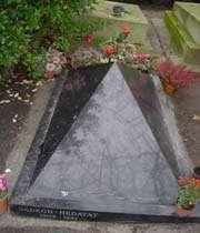 صادق هدايت كي قبر پيڑلاشز،پيريس