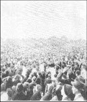 rassemblement de la foule pour assister aux apparitions le 13 octobre 1917