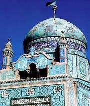 имамзадэ яахья с часовыми башенками