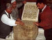 مسجد الحسین میں رکھا ہوا 1400 سال پرانا قرآن کا نسخہ