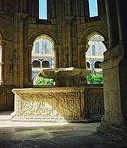 la fontaine dans l'abbaye de alcobaca