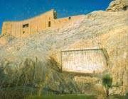 source de cheshm-e ali: citadelle préislamique et relief  qadjar
