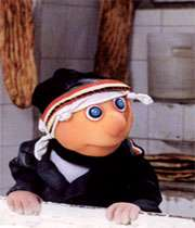 صحنه ای از فیلم سینمایی کلاه قرمزی و پسر خاله