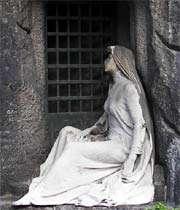 مجسمه مقبره
