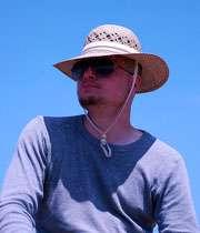 استفاده از کلاه در آفتاب