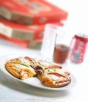 پیتزا و نوشابه رژیمی