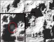 عکس برخورد راکت در دره ای در جنوب کره ماه. خط نشان نمایش دهنده 10 کیلومتر است.