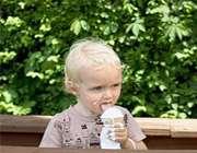 کودک و بستنی