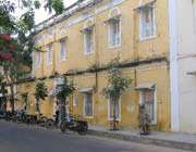 le bâtiment de l'alliance française à pondichéry (inde)