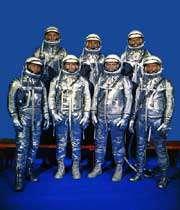 لباس فضایی