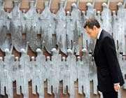 a colmar, nicolas sarkozy a déposé une gerbe de fleurs au pied du monument à la gloire de la 1re armée et à la mémoire du général de lattre de tassigny, le libérateur de la ville, samedi 8 mai.