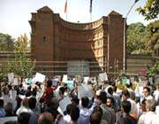 manifestation devant l'ambassade de france