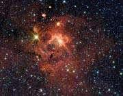 ستاره ی درخشان iras 13481-6124 (سمت چپ بالا) که جرمی در حدود 20 برابر خورشید دارد