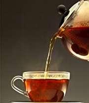 ریختن چای در فنجان