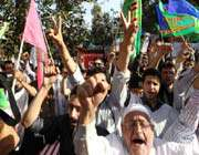 des iraniens manifestent contre les etats-unis