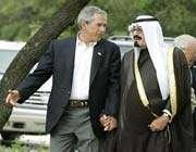 bush et le roi saoudien abdallah main dans la main à washington