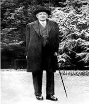 le turco-arménien callouste gulbenkian né en 1869 fit sa fortune avec le pétrole irakien