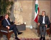 وزير الخارجية الفرنسي برنار كوشنير في زيارته الى لبنان.