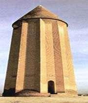 tour funéraire de qhabous bin voshmgir, construite en 1007- l'intérieur de la tour contient des décorations de style muqarnas