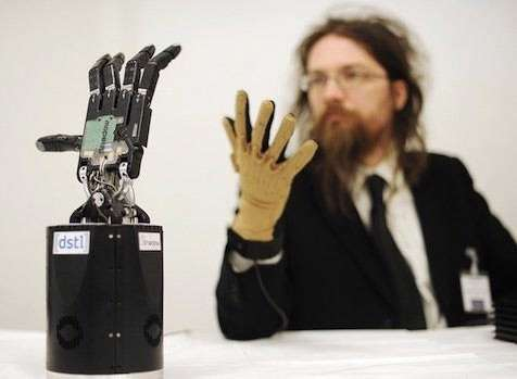 دست رباتیک خنثیکننده بمب