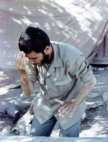 وضو گرفتن شهید همت (عکس)