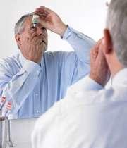 ریختن قطره چشمی در چشم