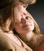 العلاقة بين الأم وابنتها