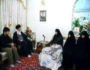 le guide suprême rend visite aux familles des deux scientifiques iraniens