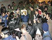 iranlı öğrenciler kaddafi'yi lanetledi