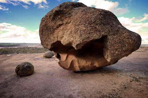 صخرههایی از جنس موج