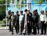 défilé des diplômés de l'académie militaire «d'imam hossayn (sa)», en présence du guide suprême
