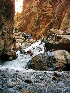 سفر به دنیای آبشار و صخره