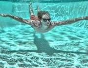 شنا کردن در استخر