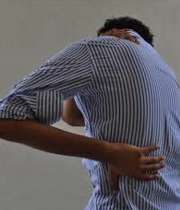 گرفتگی عضلات گردن و کمر