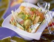 salade au concombre, carottes et pamplemousse