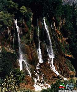 آبشاري در ايستگاه