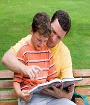 چطور کودکان را به مطالعه علاقهمند کنیم؟