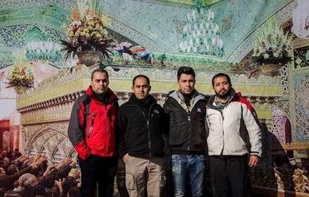 عکس یادگاری زائران حرم امام رضا (ع)