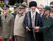 le guide suprême a assisté à la cérémonie de remise des diplômes de l'école militaire imam hussayn