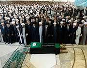 le guide suprême a dirigé la prière mortuaire à la dépouille du défunt ayatollãh mahdavi kanile guide suprême a dirigé la prière mortuaire à la dépouille du défunt ayatollãh mahdavi kani