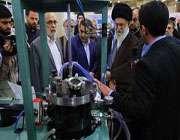 قائد انقلاب اسلامی: نینو ٹیکنالوجی کی نمائش کا دورہ