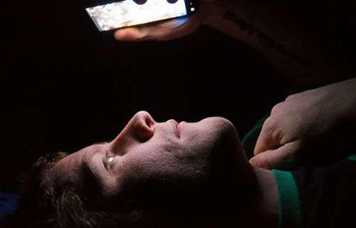 آیا چک کردن گوشی موبایل همسرمان صحیح است؟