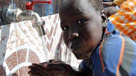 somalili mülteciler su için günde 20 kilometre yürüyorlar!