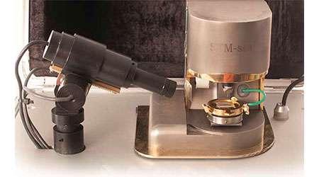 میکروسکوپ تونلی روبشی STM