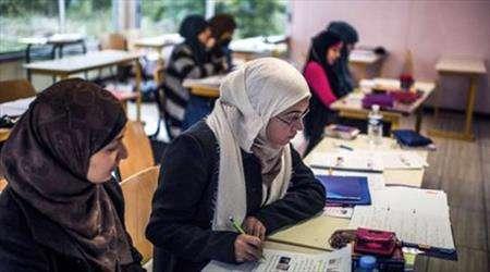 azerbaycan okullarında tesettür