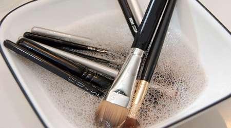 شستن قلموهای آرایشی