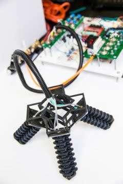 این ربات نرم چهارپا می تواند روی ماسه و سنگ راه برود