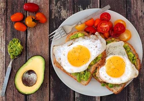 ۱۰ عادت سالم صبحانهای