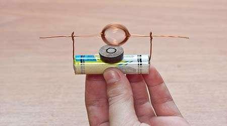 چگونه با باتری و آهن ربا یک موتور بسازیم